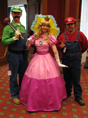 luigi_peach_mario_a.jpg